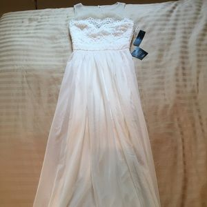 Lulus white floor length gown with crochet lace